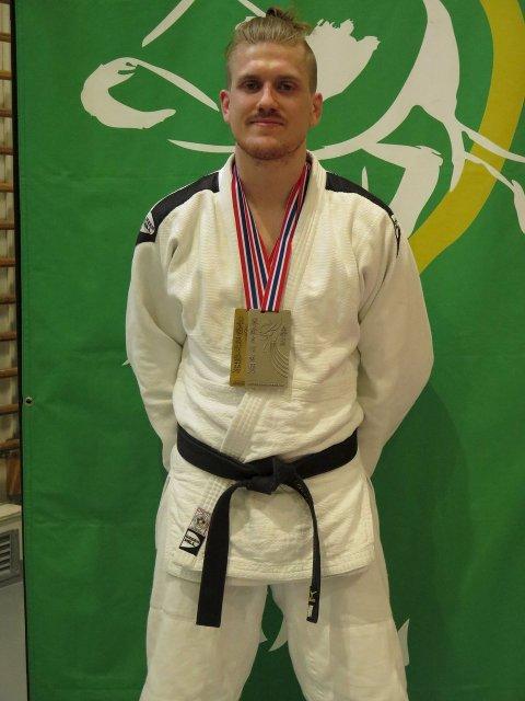 TO MEDALJER: Geir Bjerknes sikret seg en sølv og en bronsemedalje i judo-NM i Levanger. BK-gutten tapte kampen om kongepokalen.foto: hans engebretsen