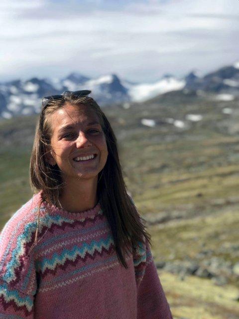 GLAD VINNER: Åse Beate Nes fra Kongsberg jubler over 60.000 kroner som skal brukes til å forske på ungdom som faller utenfor.
