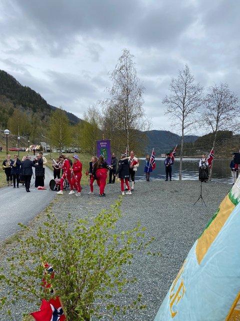 RUSSEN VAR MED: Samling ved Rødbergdammen