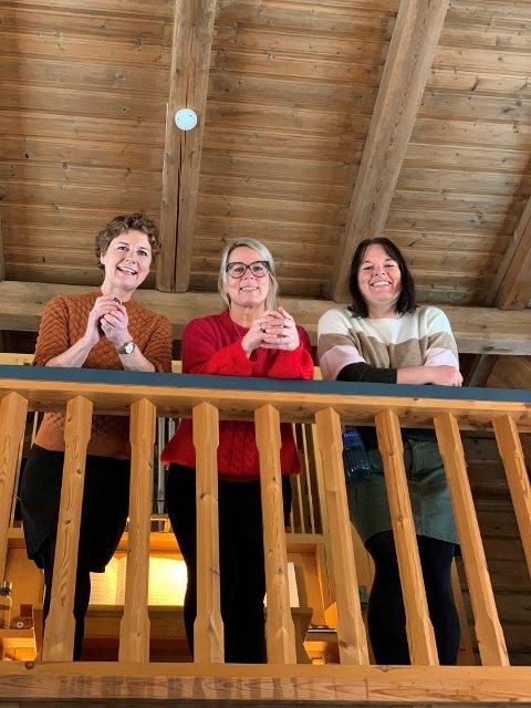 Lokale sangfugler i Jondalen kirke, her representert ved Barbro Camilla Paulsen Aamodt, Tonje Støa Sandvik og Rita Aasen Røraas