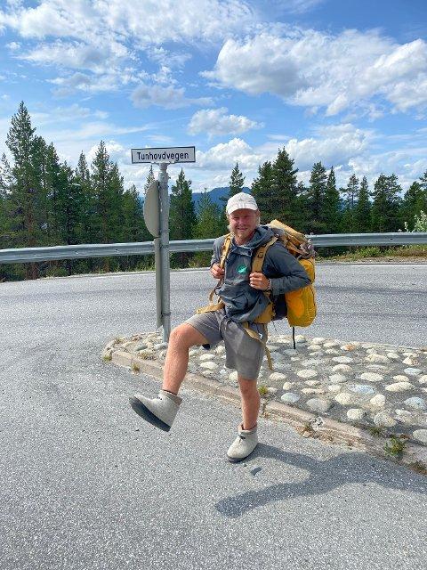 PÅ VELDEDIGHETSTUR: Denne tøffelhelten er for øyeblikket på vandring gjennom Numedal. Skovalget er av det hjemmekoselige slaget.