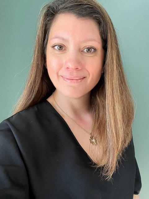 PÅ JAKT: Hanna Sofie Lundberg håper noen i Kongsberg vil ta imot en elev for noen måneder, et semester eller hele skoleåret.