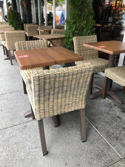 STOLER FORSVANT: Tre stoler av denne typen forsvant fra Peppes sin uteservering natt til søndag.