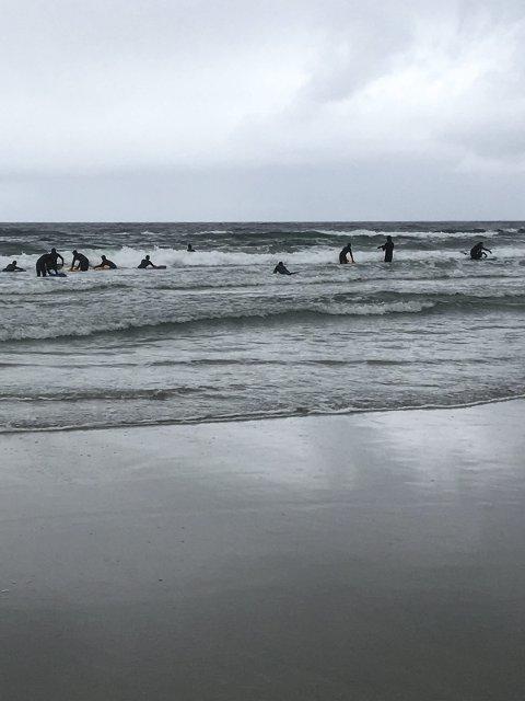 I Vannet: I vannet fikk elevene erfare at det kanskje ikke var så lett.