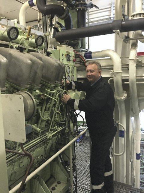 Motor: Maskinsjef Pål Åsheim har fire store motorer i maskinrommet med 14.700 hk