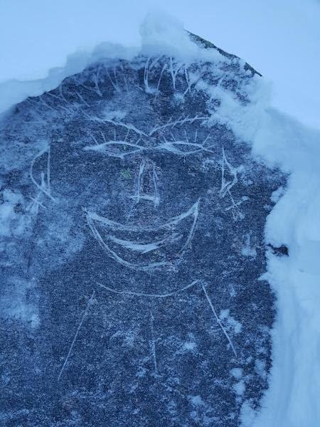 Steinansikt: Slik ser landemerket Finnkjerka ut etter at en eller flere har tatt seg til rette med vinkelsliper.
