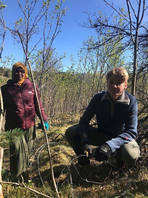 FORNØYD: Idil og Simen syntes det var greit å gjøre en innsats for miljøet