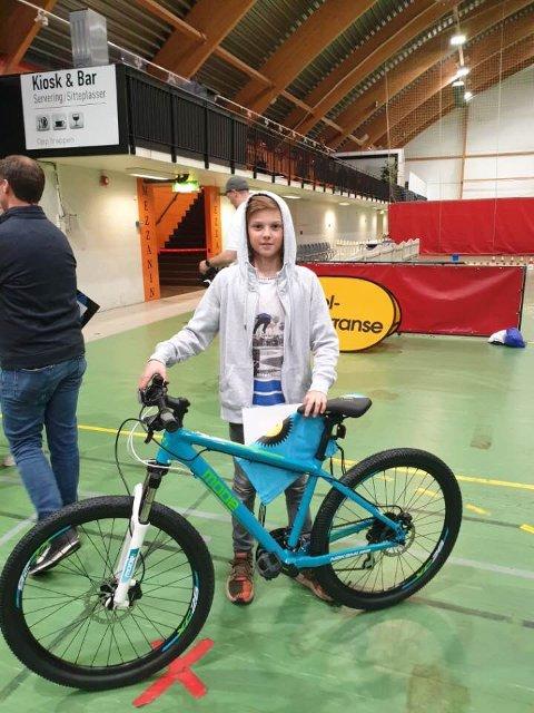 FORNØYD: Selv om det ikke ble tur til Europa-finalen så var Marcus Bendiksen svært fornøyd med å få en ny sykkel etter tredjeplassen.