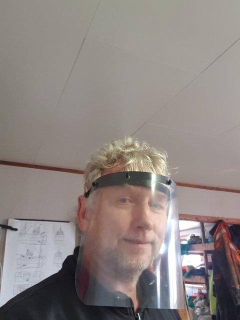 VISIR: Bjørn Andersen med et av visirene han har laget.