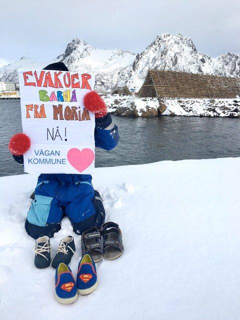 Over hele landet står barn og voksne sammen for å vise sin støtte og for å kreve handling!