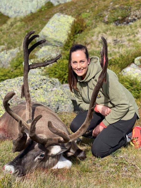 FULLTREFF: Linda Jensen har allerede fått en rein på merittlisten. Bildet er tatt i Setesdalen. Foto: Privat