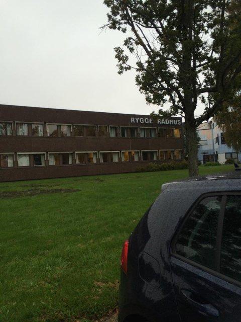 Rådhuset i Rygge: Det er her alle avgjørelser blir tatt angående flyktningene i Rygge. Foto: Adrian Edvardsen