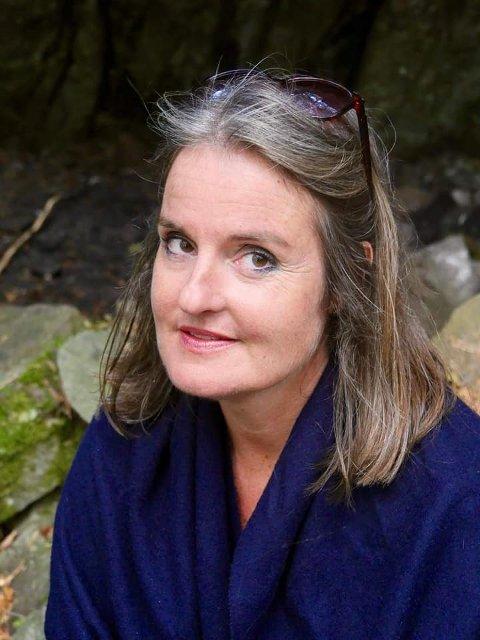 BER OM TIPS: Denne kvinnen i 50-årene fra Vestby har vært savnet i snart en måned. Politiet ber om flere tips i saken.