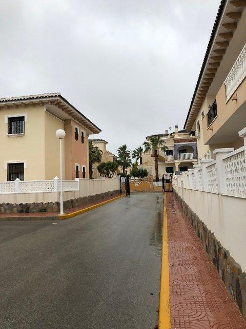 REGNVÆR: Dagsferske bilder fra Alicante viser grå himmel og våt bakke.