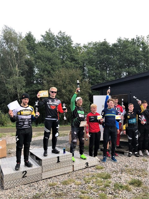 SEIER: Niklas Halvorsen fra Moss BMX Klubb gikk helt til topps i Kungsbacka. Til høyre, på 3. plass, Sebastian Aslaksrud i Råde BMX Klubb.