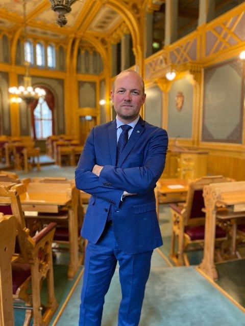 Stortingsrepresentant Ole André Myhrvold, Østfold Sp svarer Høyres Tage Pettersen.