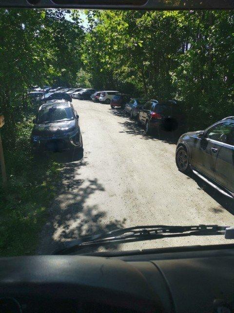 HIT, MEN IKKE LENGER: Bildet ble tatt av Mosseregionens interkommunale brann og redning (MIB) i fjor og viser hva MIB møter på Teibernveien, her rett før parkeringsplassen.