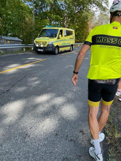SYKKELULYKKE: Fem syklister fra Moss Cykle Klubb var involvert i en voldsom velt søndag på Larkollveien.