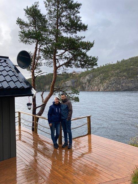 Stortrives: Sølvi Annie og Magner Kjølstad overtok i september den 45 kvadratmeter store hytta i Storlavika på Spillum.