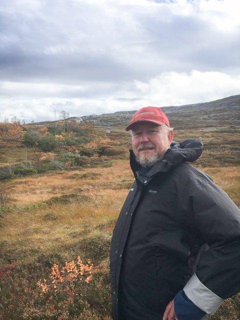 KRASS KRITIKK: Tidligere ordfører Erik Seem (Sp) i Grong mener at salget fra Norske Skog til Anders Kiær og Anne Ulvig er det verste som har skjedd i Namdalen. Seks år etter salget ble halvparten av de 1,35 millioner dekar store eiendommene solgt til Ola Mæle, og nå er disse 600.000 dekar store skogeiendommene solgt til en tysk stiftelse.