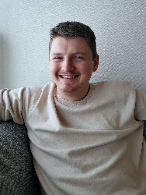 «HÅRETE» PLANER: Ole-Thomas Christensen (23) fra Skage drømmer om å leve av musikken. Planen hans er å ta trønderrocken i en ny retning.