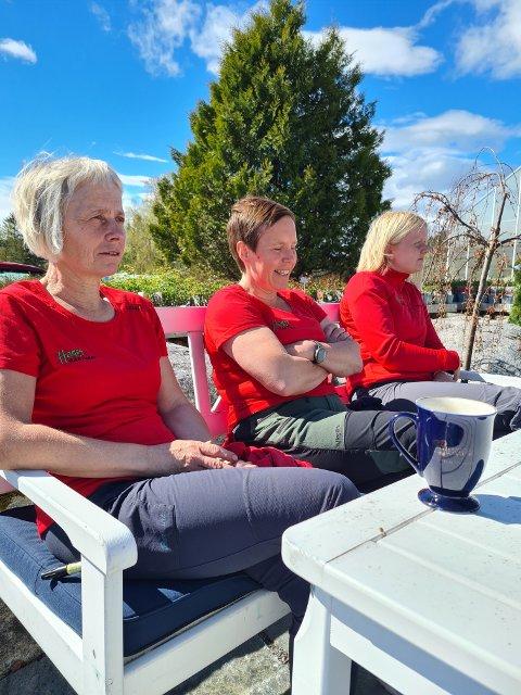 30-ÅRSJUBILEUM: Oddrun Hagan, Grete Åker og Idun Hagan har ikke tid til mye feiring. De går nå inn i den travleste sesongen i gartneriet.