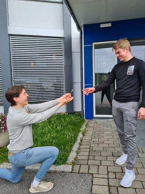 SÅ MØRKT UT: Revysjefene Borgar Wahl (17) og Tormund Klingen (17) er glade for at det blir revy, men innrømmer at det så mørkt ut en stund.