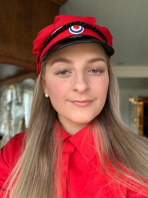 FORTVILET: Dina Emilie Røed er fortvilet etter en stor del av russeavisene har blitt levert ut i postkasser i Ytre Namdal, og hun er redd for at dette betyr at de har mistet 100 potensielle kjøpere.
