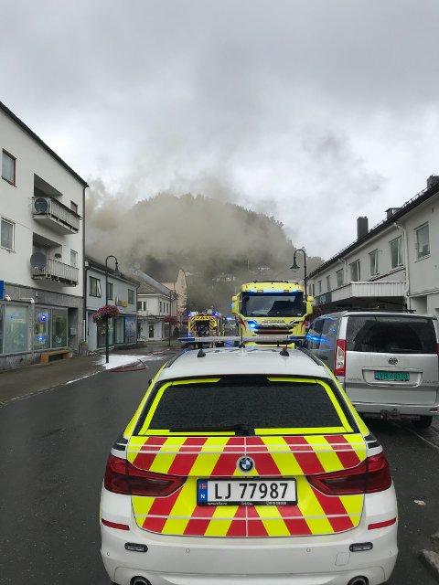 BRANN: Fire personer ble evakuert i en brann i Namsos sentrum tirsdag. NA får opplyst at kriminaltekniske undersøkelser på brannstedet vil bli gjort etter helga.