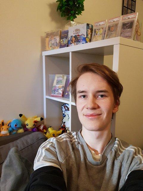 Philip (20) er lidenskapelig interessert for pokemongjenstander.