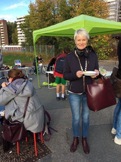 UFORMELT OG POSITIVT: Heidi Egede Nissen fra Skullerud synes det der bra at noen tar initiativ til uformelle møtesteder i bydelen.
