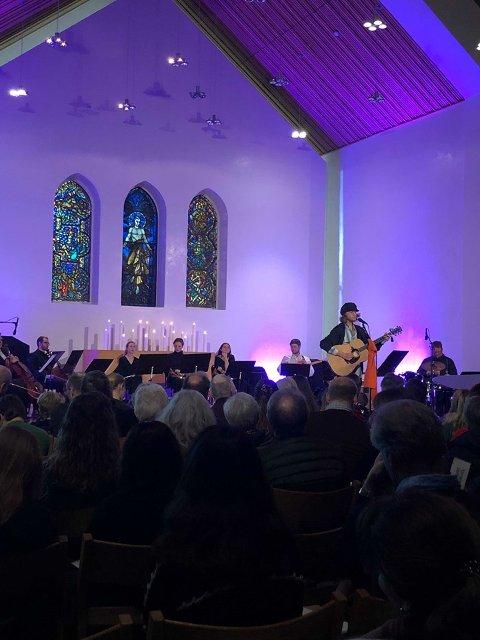 FULLSATT: Nordstrand Kirke er fullsatt når frivillige barn og unge har sin årlige julekonsert. I fjor samlet de inn over 50.000 kroner til Kirkens Bymisjon i løpet av en times konsert.
