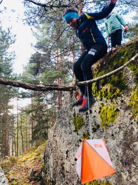 SPENNENDE TURMÅL: Det er full fart når Håkon F. Ingierd (9) jakter poster på Liåsen. Tett fulgt av lillesøster.