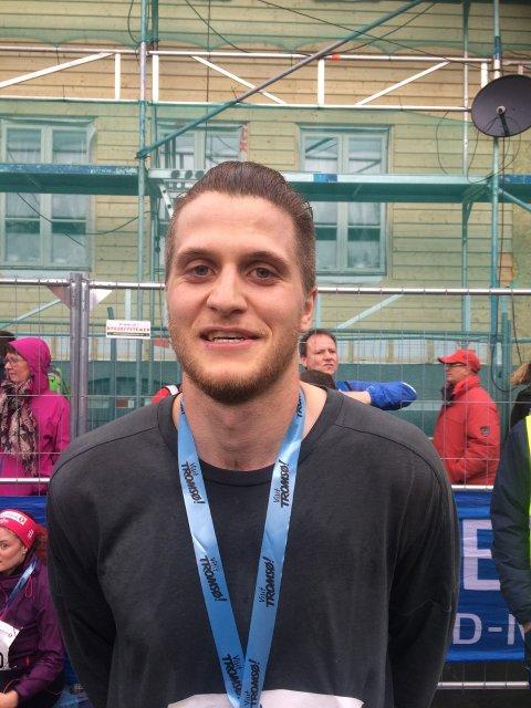SMILET PÅ PLASS: Simen Moe dyttet frem et smil etter målgang på mila. FOTO: Runar Henningsen.