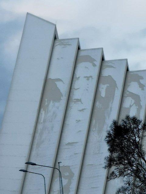 NORDENS PARIS: Det er kanskje ikke Le Louvre, men Ishavskatedralen kunne fredag ettermiddag skilte med et helt spesielt kunstverk.