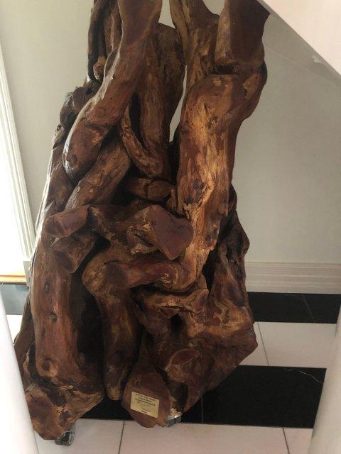 360 KILO: Denne skulpturen er laget av den kjente marokkanske designeren Mr. Hicham Lahlou. Skulptueren veier 360 kilo og er 1,65 meter høy.