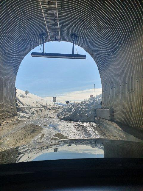 Raset har gått like ved tunnelinnslaget til Skalandtunnelen.