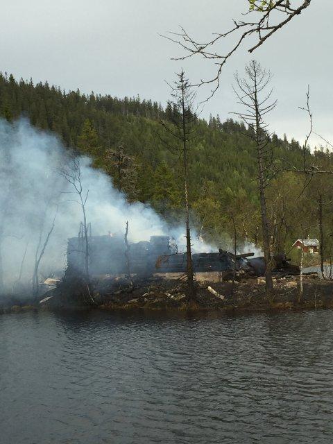 BRANN: Hytta ved Store Øyungen som brant ned til grunnen fredag kveld.
