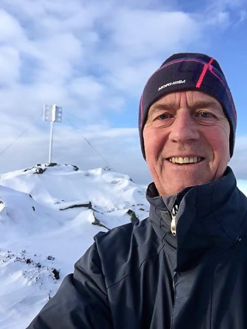 IKKE GLEMT: Bjarne Byfuglien husker godt strabasene oppover bakkene i snøføyka, med brukket lårhals. Han bor på Nes i Romerike, men er gjerne på tur rundt hytta i Etnedal.