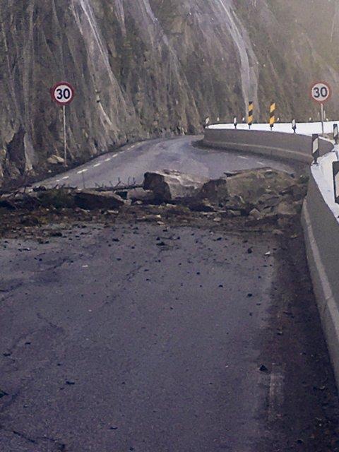 RASSTEDET: Raset skjedde på Fylkesveg 33 ved «smala», like sør for grensen mellom Oppland og Akershus.