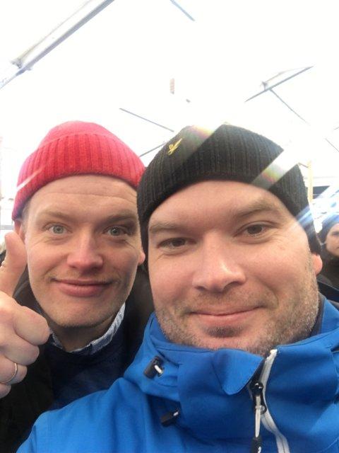 Lars Øyvind Aasgaard (t.v) fikk god støtte av kompisen  Per Arne Kvaalen (t.h) da han gjennomførte ni mil med bursdagsgave.