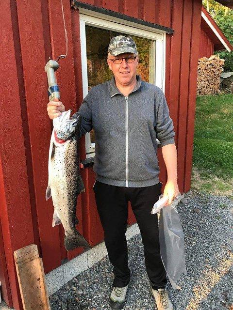 Geir Gunderstuen med sin punding på 6,02 kilo.