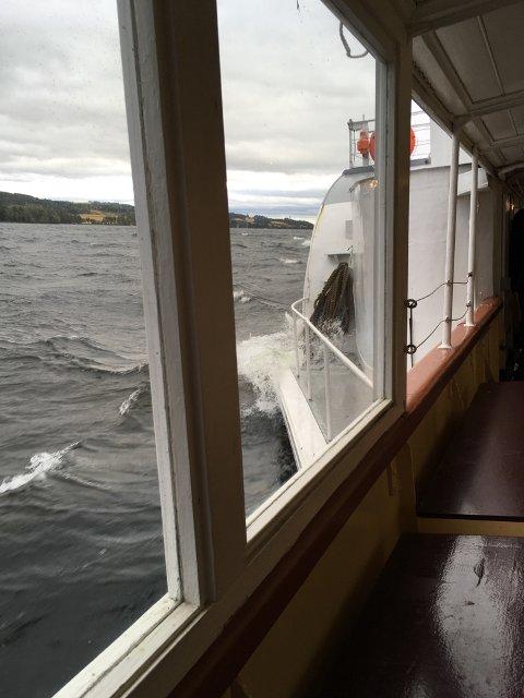 STERK VIND: Skibladner måtte droppe to anløpssteder da uværet slo inn over Mjøsa fredag ettermiddag.