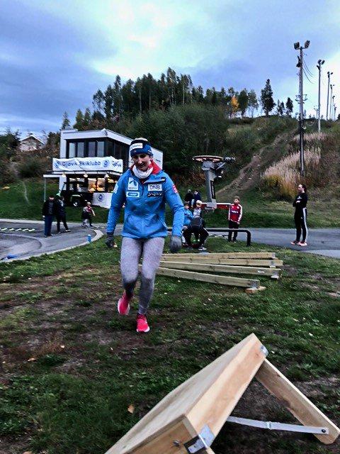Maren Skjøld deltok i aktivitetene på barmarkstreningen til Gjøvik Skiklubb tirsdag.