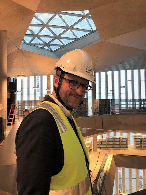 I BIBLIOTEKET: Her er fungerende byråd Vegar Andersen i det nye Deichman bibliotek i Oslo. Nybygg som biblioteket og nye Munch-museet er blant hans ansvarsområder.