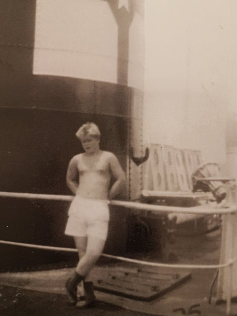 Per Magnar Holthe dro tidlig som ung gutt på hvalfangst.
