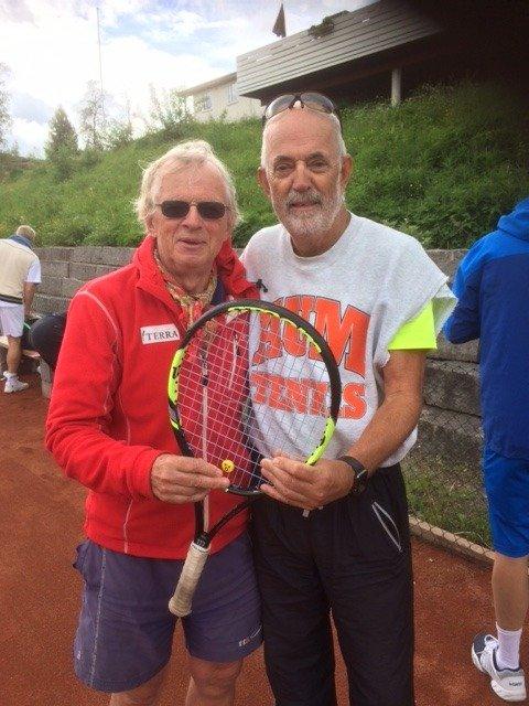Sigbjørn Hemstad (t.v) og Jan Fredrik Kise bidro til at Norge slo England i veteran-tennis på Gjøvik i helga.