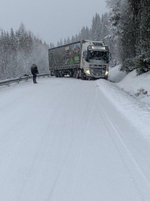 Et utenlandsk vogntog fikk trøbbel over Vingromsåsen.
