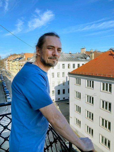 HOVEDGJEST: Den populære psykologen Peder Kjøs leder an når nyvinningen «En fredag i kvartalet» inntar Fjellhaven fredag kveld.