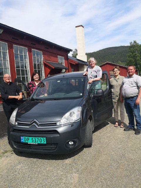 PresteneØystein Wang, Gitte Bergstuen, Kari Lette Pollestad Høghaug, Kristin Sundt og Roger Jøranli ønsker velkommen til Drive-in-gudstjenesten